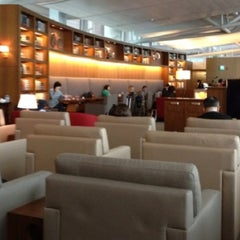 Photo taken at Asiana Airlines Business Lounge by hesisi on 8/27/2012