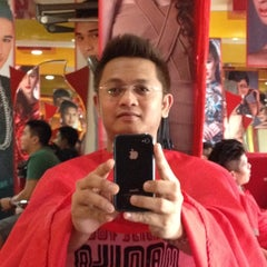 Photo taken at Artista Salon by Wendell B. on 5/26/2012