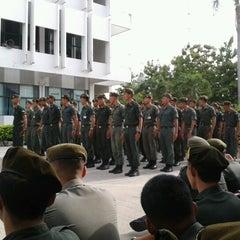 Photo taken at โรงเรียนรักษาดินแดน (Territorial Defense School) by เจตน์ พระอินทร์ ;. on 8/19/2012