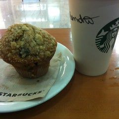 Photo taken at Starbucks by Ale G. on 6/21/2012
