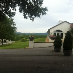 Photo taken at Barboursville Vineyards by Kate H. on 9/1/2012