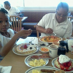 Photo taken at IHOP by Natassja P. on 10/30/2011