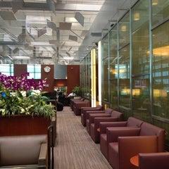 Photo taken at KrisFlyer Gold Lounge (Terminal 3) by Teerapoj L. on 3/23/2012