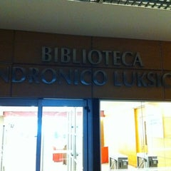 Photo taken at Biblioteca Andrónico Luksic A. by Ernesto C. on 4/13/2012