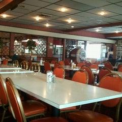 Photo taken at Eddie's Restaurant by Gene Y. on 9/13/2011