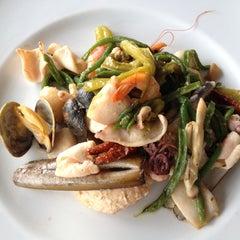 Photo taken at Globe Restaurant & Lounge Bar by Antonino S. on 7/14/2012