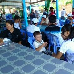 Photo taken at Nhà Hàng Thuỷ Tiên by Trí Tuệ on 8/11/2011