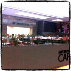 Foto tirada no(a) Armani Caffé por Hugo F. em 3/25/2012