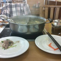 Photo taken at Oceanview Buffet Hot Pot by I C. on 11/21/2011