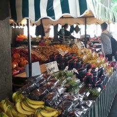 Photo taken at Dave's Fruit & Veg Stall by Iván F. on 8/3/2011