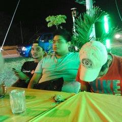 Photo taken at Warung Pinang Sebatang by Syukri B. on 3/31/2012