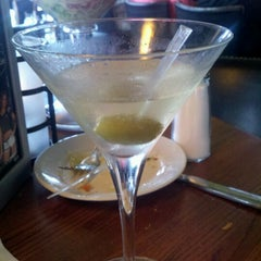 Photo taken at Bar Louie Easton by Doodlekins B. on 8/31/2012