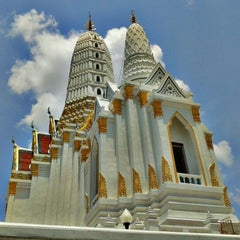 Photo taken at วัดพิชยญาติการาม (วัดพิชัยญาติ) Wat Phichaiyatikaram by Ping S. on 5/28/2012