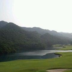 Photo taken at ゴールデンバレーゴルフ倶楽部 by Shunsuke S. on 7/28/2012