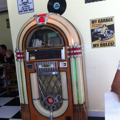 Photo taken at JukeBox Finest Burger by Beto S. on 8/19/2012