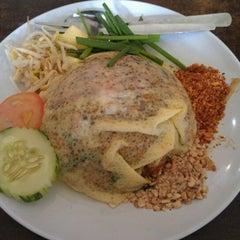 Photo taken at Q Thai Restaurant by El N. on 2/17/2012