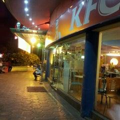 Photo taken at KFC & Pizza Hut by Aez E. on 4/21/2012