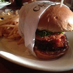 Photo taken at Claim Jumper by Veraliz on 7/17/2012