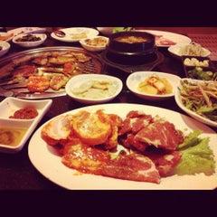 Photo taken at 람람 Lum Lum Korean Restaurant อาหารเกาหลี ล้ำลำ by Looktao D. on 6/16/2012