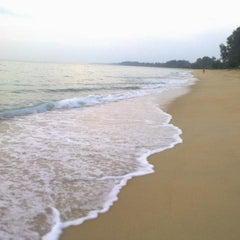 Photo taken at หาดในยาง (Nai Yang Beach) by Kae  ® ♛. on 11/19/2011