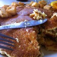 Photo taken at Blue Plate Diner by BrownSuga (. on 7/29/2012