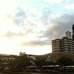 Photo taken at JR 宝塚駅 (Takarazuka Sta.) by Kouzou M. on 8/19/2012