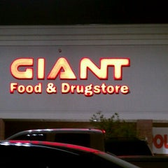Photo taken at Giant Food Store by Matt on 9/5/2011