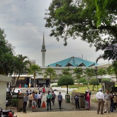 Photo taken at Masjid Negara (National Mosque) by Remy P. on 3/30/2012