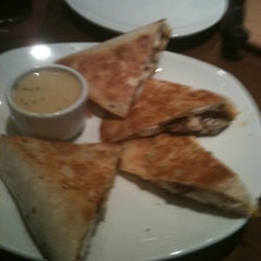 Photo taken at Outback Steakhouse by Ellen K. on 8/16/2011