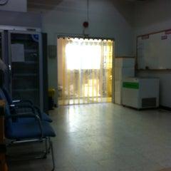 Photo taken at คลังยา รพ.ศิริราช by Sopa K. on 4/17/2012