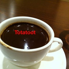 Photo taken at Vivel Coffee Toot  by Tota T. on 10/17/2011