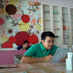 Photo taken at So Sweet Café (แสนหวานคาเฟ่) by Tavaris C. on 9/8/2011