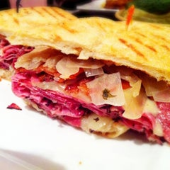 Photo taken at Parkway Deli & Restaurant by NOM NOM Boris on 12/18/2011