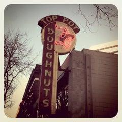 Photo taken at Top Pot Doughnuts by Peter B. on 8/26/2011
