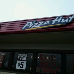 Photo taken at Pizza Hut by Ryan K. on 12/29/2011