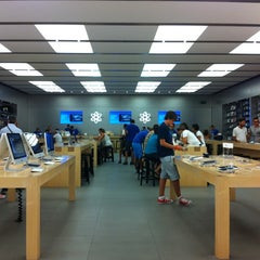 Photo taken at Apple Store, Campania by Martina Rossana C. on 8/10/2012