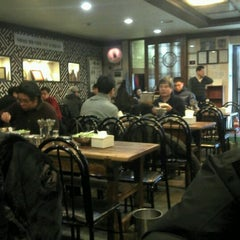 Photo taken at 하동관 by Won Cheol Y. on 1/11/2012
