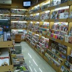 Photo taken at Revistaria La Casa News by Rafael A. on 1/21/2012