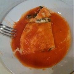 Photo taken at Morrocoy Café-bistró by Rodo B. on 5/16/2012