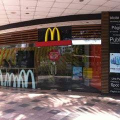 Photo taken at McDonald's by ,7TOMA™®🇸🇬 S. on 7/8/2012