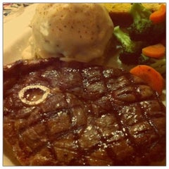 Photo taken at Chili's Grill & Bar by Michelle Y. on 9/11/2011