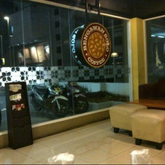 Photo taken at Bengawan Solo Coffee by Agung N. on 9/2/2012