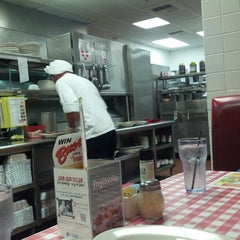 Photo taken at Buca di Beppo Italian Restaurant by Auri R. on 7/13/2012