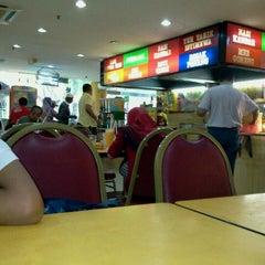 Photo taken at Restoran Hameed's by Khairul Najri A. on 9/3/2011