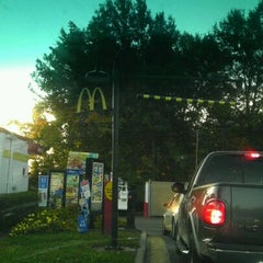 Photo taken at McDonald's by Nichelle G. on 10/15/2011