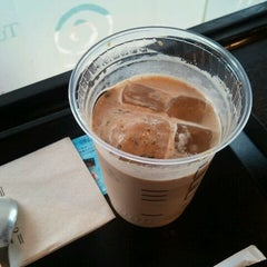 Photo taken at TULLY'S COFFEE 本厚木 by くまぽ on 6/2/2012