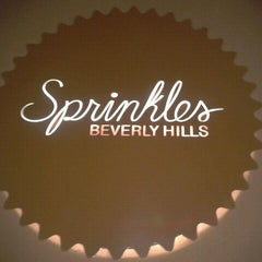 Photo taken at Sprinkles Cupcakes by Tyler on 10/28/2011