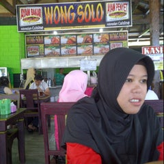 Photo taken at Ayam Bakar Wong Solo by Lily L. on 10/2/2011
