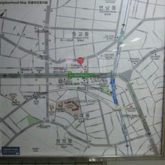 Photo taken at 홍대입구역 (Hongik Univ. Stn.) by Simon Y. on 9/11/2011