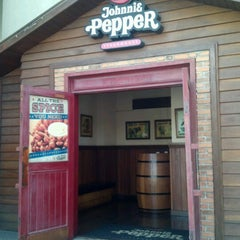 Photo taken at Johnnie Pepper by Nanda S. on 9/9/2012